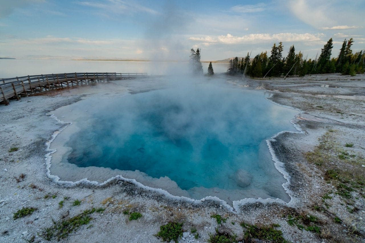 A short walk along the Yellowstone Lake with geyser erupting